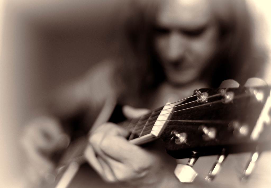 Guitar-Defocus-Sepia
